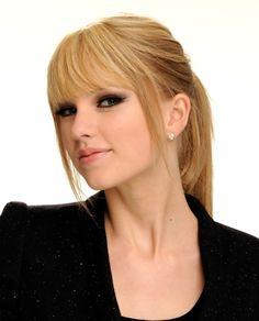 Umm my hairstyle? Taylor Swift Pony, Taylor Swift 2010, Taylor Swift Bangs, Swift 3, My Hairstyle, Hairstyles With Bangs, Straight Hairstyles, Bangs Ponytail, Straight Bangs