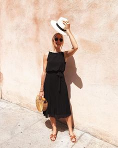 Brown Slippers, Julie, Modern Fashion, Summer Looks, Outfit Of The Day, Hermes, Summer Outfits, Zara, My Style