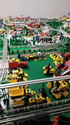 Lego Track, City Layout, Classic Lego, Lego Wall, Lego Vehicles, Vintage Lego, Lego Worlds, Christmas Crackers, Lego Design