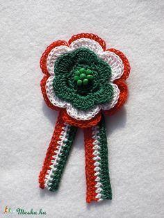 Horgolt kokárda (Emilia02) - Meska.hu Crochet Motif, Crochet Necklace, Crochet Jewellery, Easter, Halloween, Hats, Floral, Flowers, Christmas