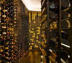 Vai montar uma adega? Confira dicas para armazenar corretamente seus vinhos. #wine #vinho #cellar #adega