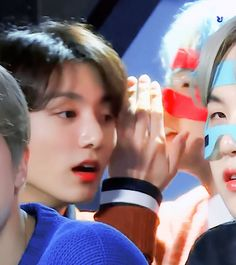 Animated gif discovered by ɢᴏʟᴅᴇɴ ɪᴅᴏʟ⁷. Find images and videos about gif, bts and jungkook on We Heart It - the app to get lost in what you love. Jungkook V, Min Yoongi Bts, Taekook, Jeongguk Jeon, Bts Maknae Line, Run Bts, About Bts, Bts Video, Bts Photo