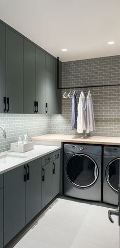 ULTRA-MODERN This laundry room from Duet Design Group uses a creative, neutral color palette to achieve its high-impact, minimalist aesthetic. Modern Laundry Rooms, Laundry Room Layouts, Laundry Room Organization, Organization Ideas, Laundry Room Inspiration, Laundry Room Design, Laundry Decor, Small Spaces, Room Decor