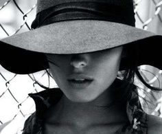 Williamsburg Fashion Photography - the hat!