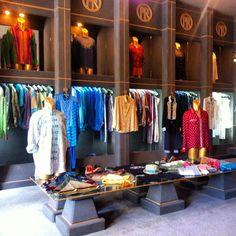 Oberoi Luxury Fashion, Mens Fashion, Bali, Black And White, Fashion Design, Clothes, Color, Home Decor, Moda Masculina