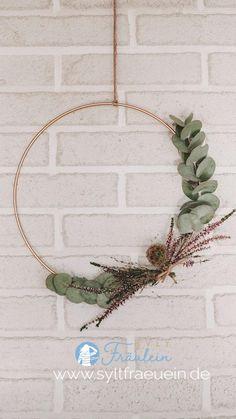 Diy Home Crafts, Diy Crafts Videos, Diy Crafts To Sell, Decor Crafts, Diy Home Decor, Xmas Decorations, Flower Decorations, Christmas Wreaths, Christmas Crafts