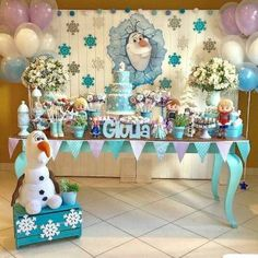 and today, a few days after its premiere, we bring you the best guide to decorate a Frozen 2 Party; Frozen Party Snacks, Frozen Themed Food, Candy Bar Frozen, Frozen Themed Birthday Party, Girl Birthday, Frozen Boy Party, Frozen Dessert Table, Frozen Birthday Decorations, Frozen Balloons