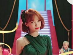 Her Cut, Cut Her Hair, Kpop Girl Groups, Kpop Girls, Yu Jin, The Wiz, New Hair, Short Hair Styles, Dancer