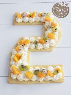 Suivez la recette pour réaliser un superbe gâteau d'anniversaire qui dévoilera l'âge du roi de la fête. Une recette colorée et fruitée !