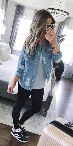# outfits Damen blaue Jeansjacke - Lol - Best Of Women Outfits Casual Summer Outfits For Women, Fall Outfits, Casual Fall, Party Outfits, Casual Women's Outfits, Casual Sneakers Outfit, Black Trainers Outfit, Casual Summer Style, Casual Summer Clothes