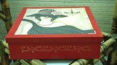 Caixa 35x35 com laterais detalhes dourado
