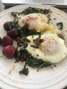 [Homemade] Basted Eggs with Spinach Mushrooms and Onions