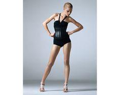 Jessica Stam photographiée par Mark Segal pour larticle beauté Force intérieure du numéro davril 2007 de Vogue Paris.