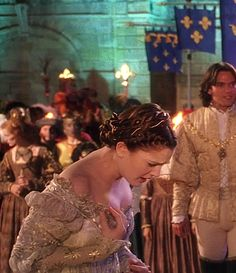 Drew Barrymore as Danielle de Barbarac in Ever After - 1998 One of the worst moments when everything falls apart publicly. Cinderella Musical, A Cinderella Story, Movies Showing, Movies And Tv Shows, Cinderella Wallpaper, Dougray Scott, Ella Enchanted, Movie Costumes, Theatre Costumes