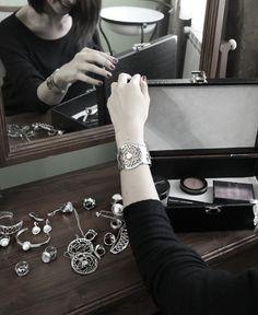 Buongiorno amici, chi mi aiuta a scegliere quali gioielli #Rachelorly indossare questa mattina?  #gioiellomoda #fashion #classy #clothes #jewels #musthave #madeinitaly #cool #elegant #accessories #anelli #orecchini #bracciale #brillanti #moderna #beauty Ph @micolpiazza