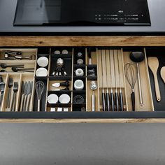 Kitchen Organisation, Kitchen Storage, Kitchenette, Modern Kitchen Design, Modern Retro, Home Kitchens, Beautiful Homes, Sweet Home, Room Decor