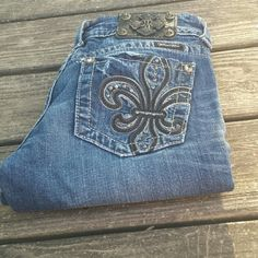 "Miss Me Fleur-de-lis Skinny Bling Jeans! Miss Me Fleur-de-lis Skinny Bling Jeans! Size 27, inseam 32"". Black Fleur-de-lis with brass color Bling on back pockets. Miss Me Jeans Skinny"