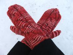 Lapaset isoilla palmikoilla Fingerless Gloves, Arm Warmers, Fashion, Fingerless Mitts, Moda, Fashion Styles, Fingerless Mittens, Fashion Illustrations