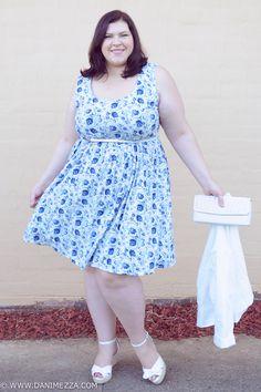 aussie curves plus size fashion curvy outfit blogger blue white print dress