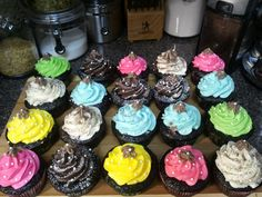 I am pisces: FOOD. COLORFUL HOMEMADE CUPCAKES