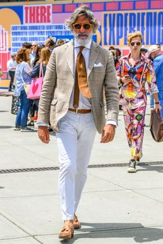 Timeless elegance by Otokomae. Mens Fashion Suits, Fashion Outfits, Fashion Styles, Best Street Style, Look Man, Well Dressed Men, Gentleman Style, Fashion 2020, Men's Fashion