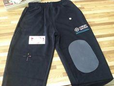 """Para os pais de """" anjinhos"""" rsrs.  Colocamos joelheiras  em calças de uniforme escolar.  Temos 3 tamanhos de joelheiras e diversas cores para combinar com o uniforme do seu filho.  Acesse www.elcosturas.com.br"""