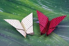 So delicate, so pretty and so decorative: Origami butterflies can be . So delicate, so pretty and so decorative: you can easily fold origami butterflies yourself. Paper Flower Tutorial, Origami Tutorial, Easy Origami, Diy Paper, Paper Crafts, Origami Butterfly, Embroidered Towels, Wicker Hearts, My Spring