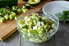 Looking for a flavourful and easy to prepare salad that works as a starter or as a main? Try our CUCUMBER, AVOCADO & FETA SALAD - something fabulous awaits! Chicken And Veggie Recipes, Vegetarian Recipes Easy, Healthy Salad Recipes, Vegetable Recipes, Lunch Recipes, Best Shepherds Pie Recipe, Roasted Garlic Hummus, Feta Salat, Cucumber Recipes
