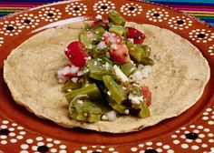 Cactus (Nopal) salad topped with crumbled ranchero cheese, a great Mexican vegetarian dish. Authentic Mexican Recipes, Mexican Food Recipes, Ethnic Recipes, Mexican Salads, Vegetarian Mexican, Vegetarian Dish, Tex Mex Essen, Cactus Salad, Traditional Mexican Food