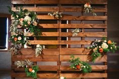 Floral Modern Palet wedding backdrop. Palet decoration.