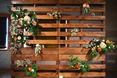 Floral Modern Palet wedding backdrop. Palet decoration.