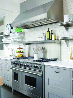 Home Decor Plants What you need to know about purchasing a kitchen range.Home Decor Plants What you need to know about purchasing a kitchen range. Kitchen Hoods, Kitchen Stove, New Kitchen, Kitchen Ideas, Kitchen Ranges, Kitchen Decor, Awesome Kitchen, Quirky Kitchen, Ranch Kitchen