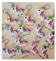 Ähnliche Artikel wie Unicorn Keychain Party Packs auf Etsy The Effective Pictures We Offer You About Beading brazalet A quality picture can tell you many things. Hama Beads Design, Diy Perler Beads, Hama Beads Patterns, Perler Bead Art, Beading Patterns, Unicorn Birthday, Unicorn Party, Kids Crafts, Preschool Crafts