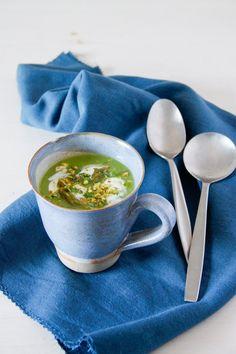 Crema de guisantes y espárragos   Pimienta y Purpurina Rica Rica, Ethnic Recipes, Soups, Custard, Being Healthy, Soup Recipes, Ethnic Food, Green, Fridge Cooler