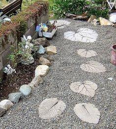 Camino de jardín con forma de hojas