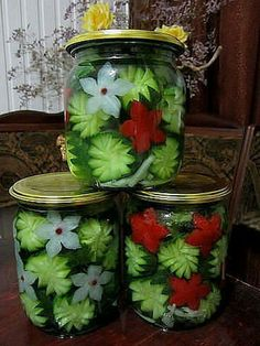 Ornamental style Russian vegetablesBeautiful pickled vegetables almost too pretty to eat Canning Jars, Canning Recipes, Mason Jars, Food Crafts, Diy Food, Food Garnishes, Veggie Tray, How To Make Cheese, Fermented Foods