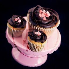 Cupcakes and tiny cupcakes #laraslittletreats #cupcakes #tinycupcakes #valentines