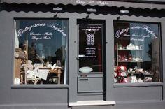Entrez sans frapper | Le blog de la boutique!  Une petite boutique pleine de charme, qui propose de magnifiques tampons, de beaux rubans et de jolis tissus!