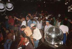 20 photos of Larry Levan's pivotal Saturday Night party Paradise Garage Night Club, Night Life, Larry Levan, Paradise Garage, Disco Club, Chicago House, Soul Funk, New York, Hip Hop Rap