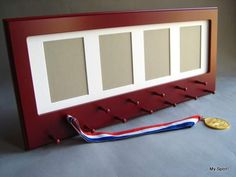 Red Sport Medal display with photo frame. por StorageAndDisplay