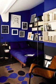 """L'antiquaire Florence Lopez, spécialiste du mobilier du xxe siècle, met en scène ses trouvailles dans son appartement de Saint-Germain-des-Prés. Visite guidée de l'Express Styles dans une galerie très """"habitée""""."""