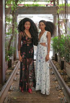 TK and Cipriana Quann are two of New York City's most stylish and recognizable residents—here, we talk to the twins about smoothie recipes, fashion faves, and one natural-hair tip you haven't heard. Afro Punk, My Black Is Beautiful, Beautiful People, Quann Sisters, Cipriana Quann, Twin Models, Pelo Afro, Afro Style, Fashion Moda