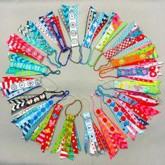Farbenmix-Webbänder/ribbons als Schlüsselanhänger
