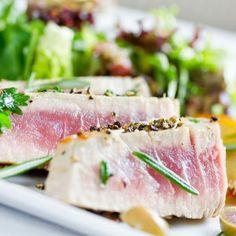Thunfisch in Tandoori geröstet auf Macédoine von Avocado und Banane mit Darjeeling-Schwarzwurzeln - ein tolles Menü