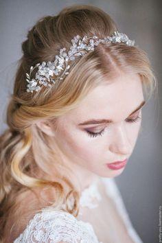 Свадебные украшения для волос: фото аксессуаров в прически 49