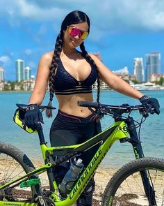 Bicycle Women, Bicycle Girl, Looks Pinterest, Tumbrl Girls, Cycling Girls, Sporty Girls, Biker Girl, Cycle Chic, Cycling Outfit