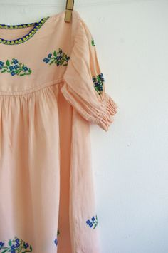 Vintage Girls Dress 50s 60s Embroidered Peach