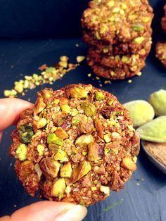 COOKIES amande pistache Healthy Flavor l Recette cuisine Kitchen Recipes, Gourmet Recipes, Healthy Dinner Recipes, Vegetarian Recipes, Cooking Recipes, Dessert Healthy, Healthy Cereal, Healthy Cookies, Clean Eating Snacks