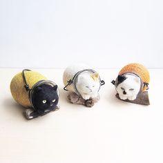 やどかり猫🐈  - - - - - - -  お仲間が増えました。  ばっちり起きてるし、  ひとやすみと言うよりやどかりっぽいので改名です。  #cat #neko #needlefelt #needlefelting #felt #felted #felting #woolfelt #woolfeltcat #handmade #羊毛フェルト #ニードルフェルト  20180607