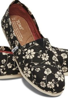 This pair of TOMS Classics is ideal for those who enjoy subdued yet playful patterns.